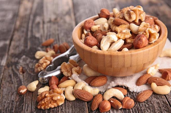Các loại hạt và trái cây sấy khô